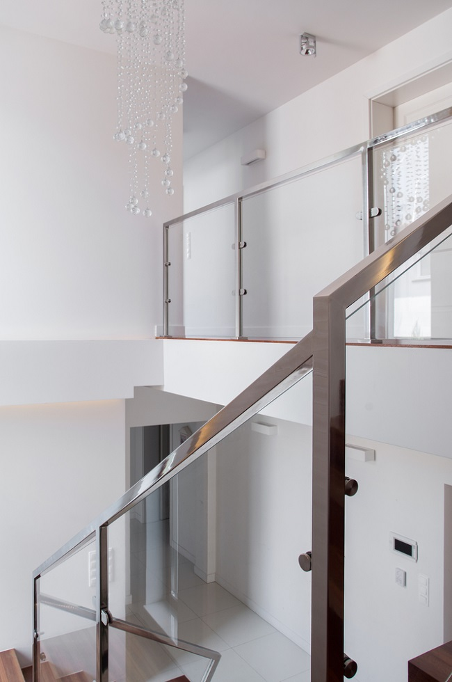 Modern Staircase-10 Reasons to Use Glass Railings ...